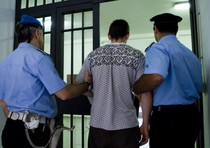 detenuto tenta suicidio