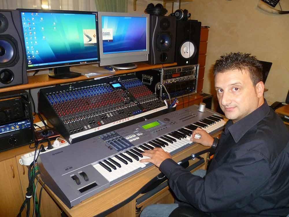 Il musicista cosentino mario de lio in commissione cultura - Studio di registrazione casalingo ...