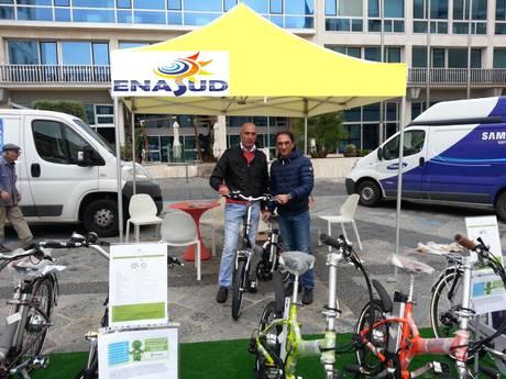 catanzaro: il sindaco sergio abramo con la bici elettrica