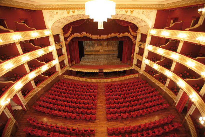 Teatro-Rendano-interno-Cosenza