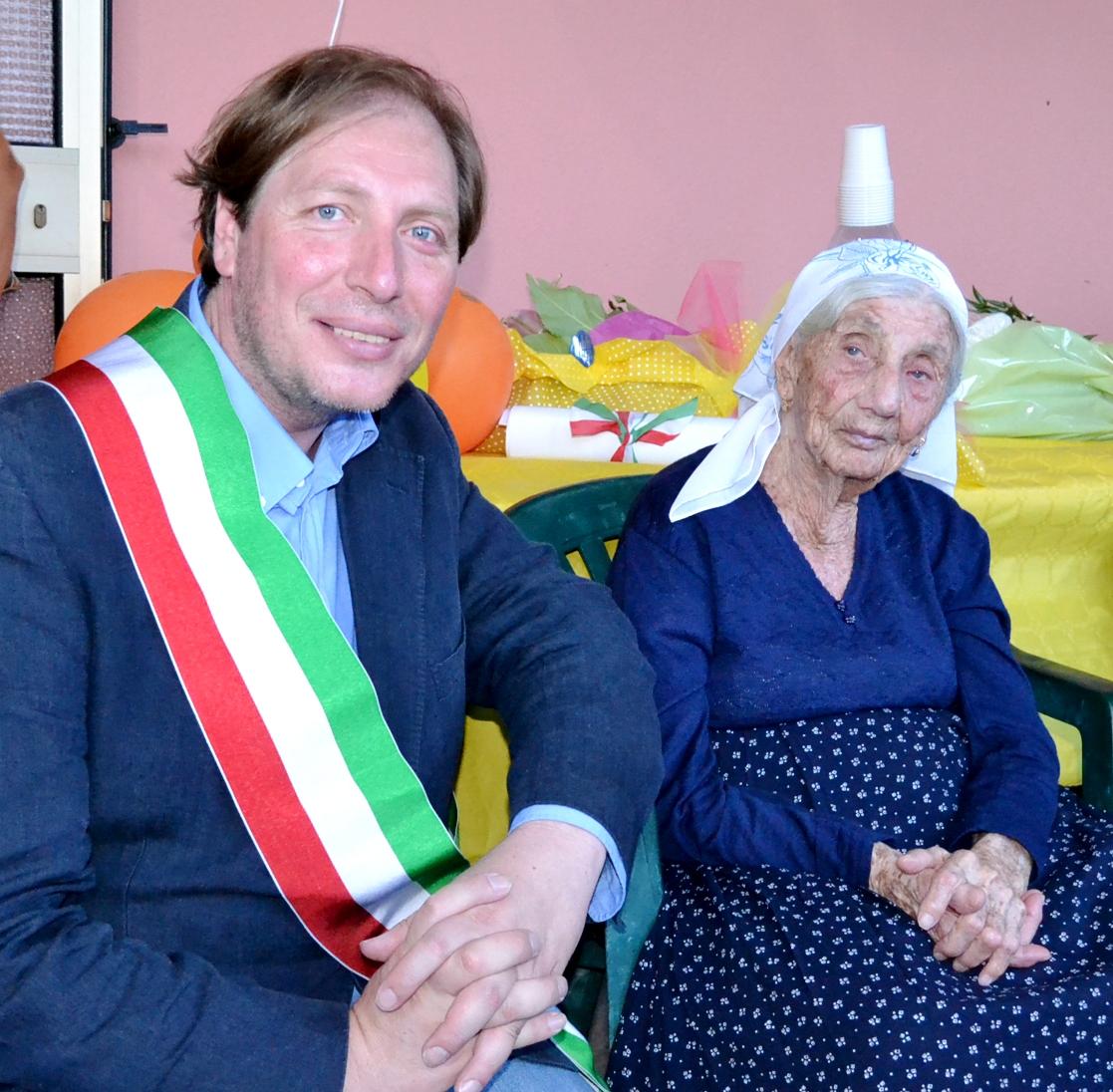 Il sindaco Coppola con nonna Franceschina