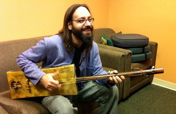 Shanir Ezra Blumenkranz, bassista di origine sefardita