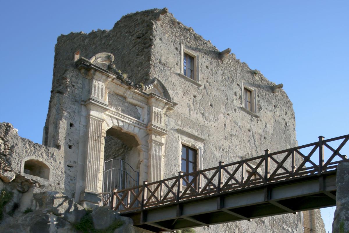 Il Castello della valle di Fiumefreddo Bruzio