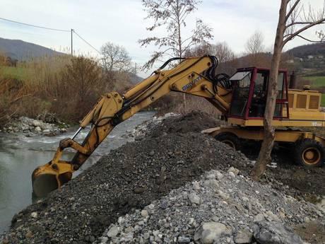 Un arresto del Corpo forestale dello Stato a S. Agata d'Esaro per furto materiale inerte