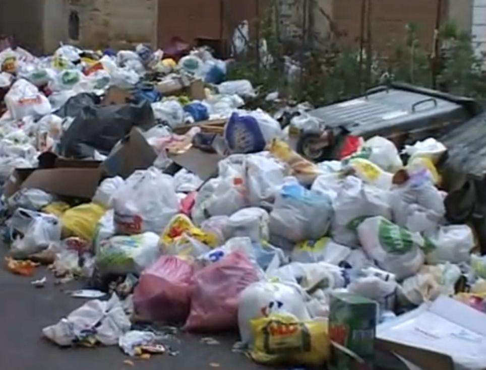 Rifiuti una questione intollerabile - Contenitori spazzatura casa ...