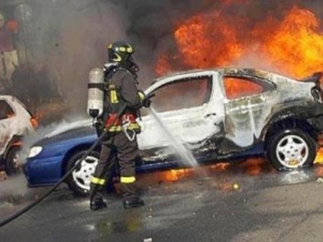 auto in fiamme-300x225