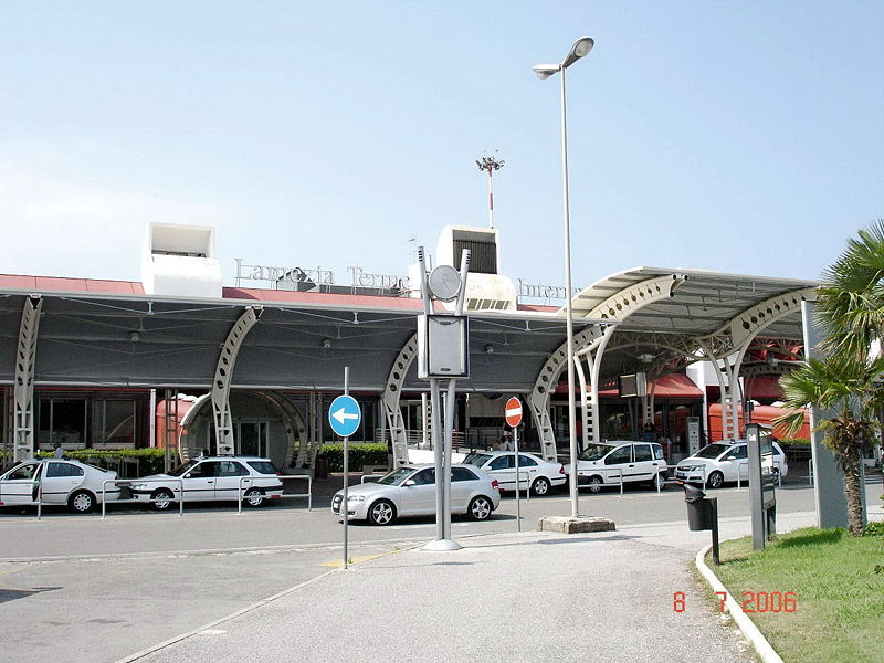 800px-lamezia_airport