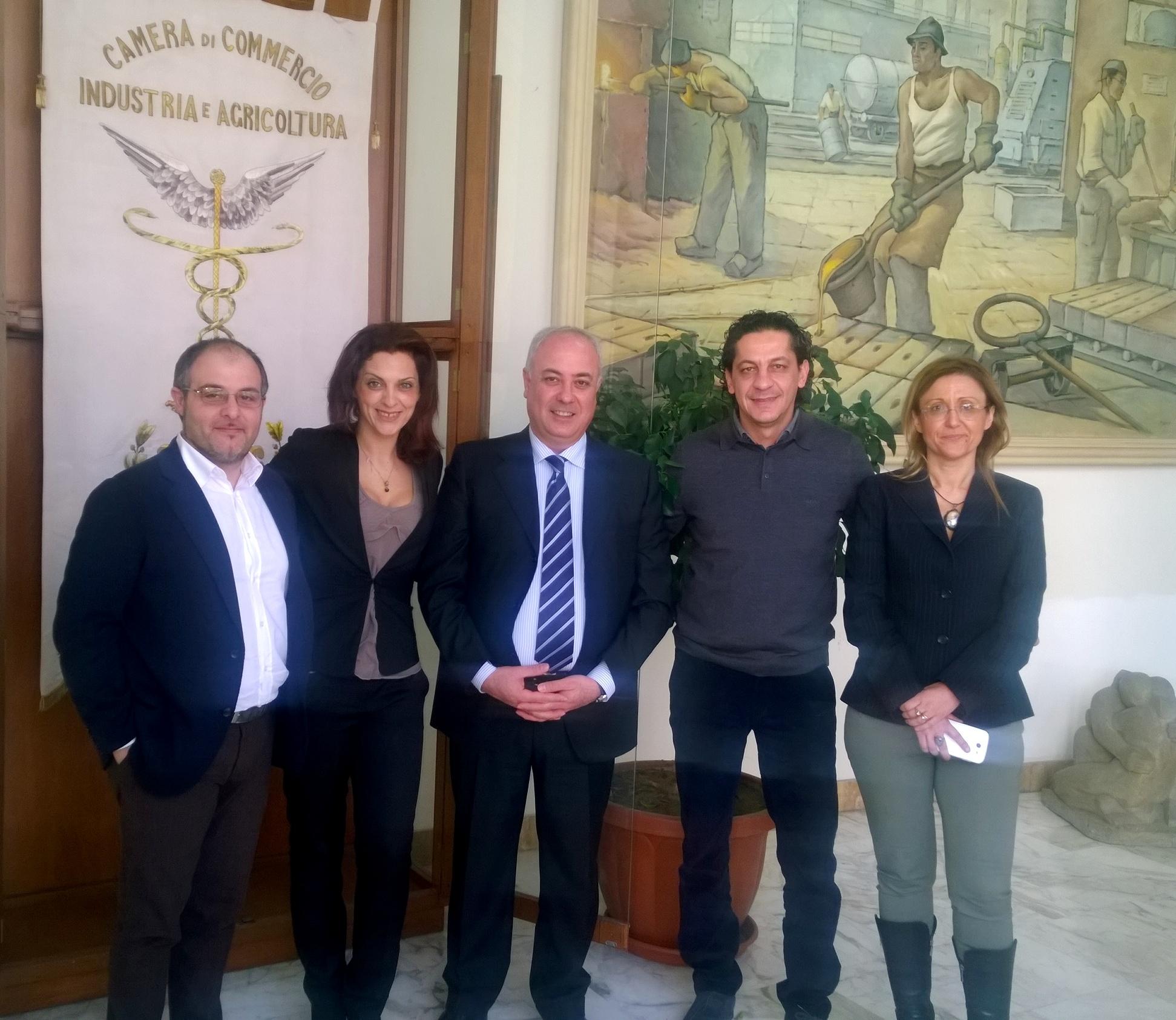 Foto di gruppo per la visita dello chef Francesco Mazzei