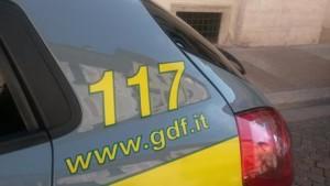 Auto della guardia di finanza in centro a Trento