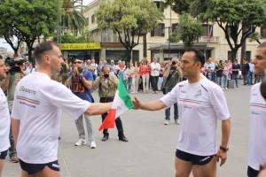 16 maggio 2015 esercito marciava Cosenza Potenza partenza del primo podista da Cosenza(18)