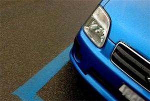 striscia-blu-parcheggio-auto