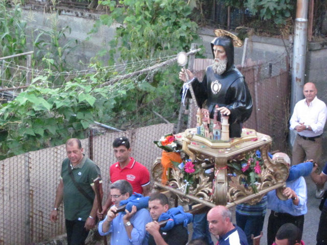 Statua San Francesco di Paola in processione per Piana Caruso rione Villaggio Marchese 2014