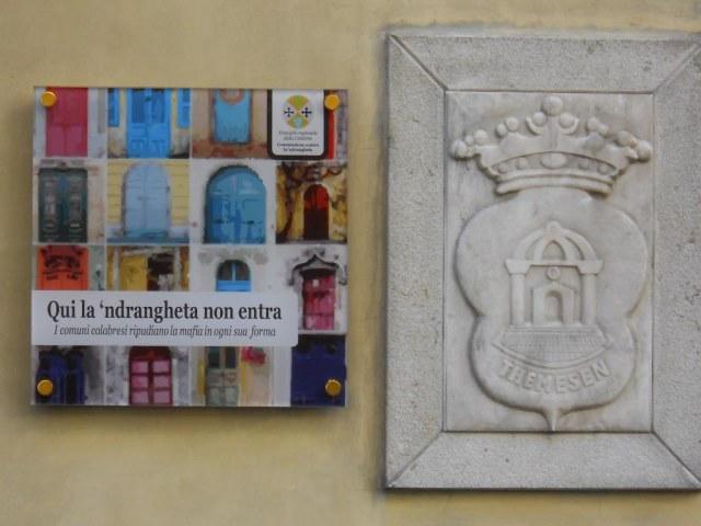 Targa affissa a Longobucco (Cs)