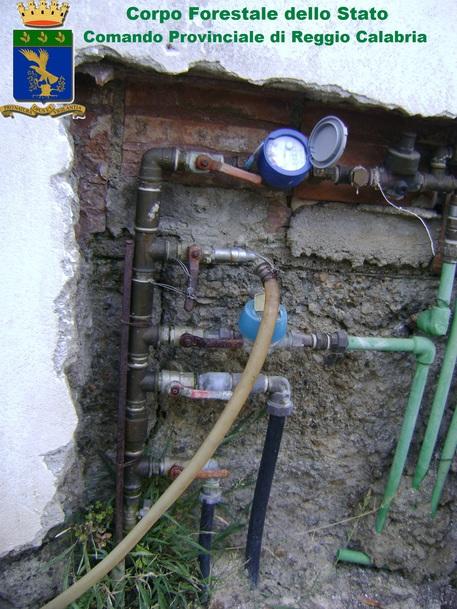 Corpo forestale dello Stato scopre furto d'acqua potabile a Reggio Calabria