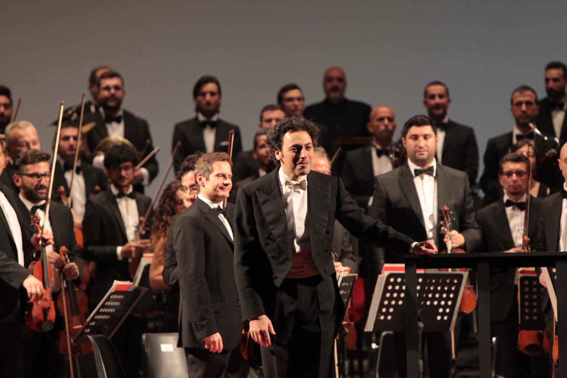 orchestra e il direttore goldstein
