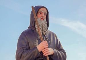 Statua san Francesco di Paola nella piazzetta di Surdo