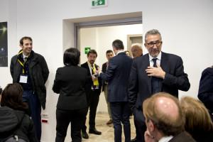 Lucio Presta attende Renzi nel salone delle poste