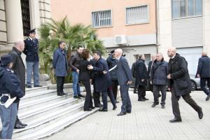 Renzi saluta il presidente di Poste Italiane Luisa Todini