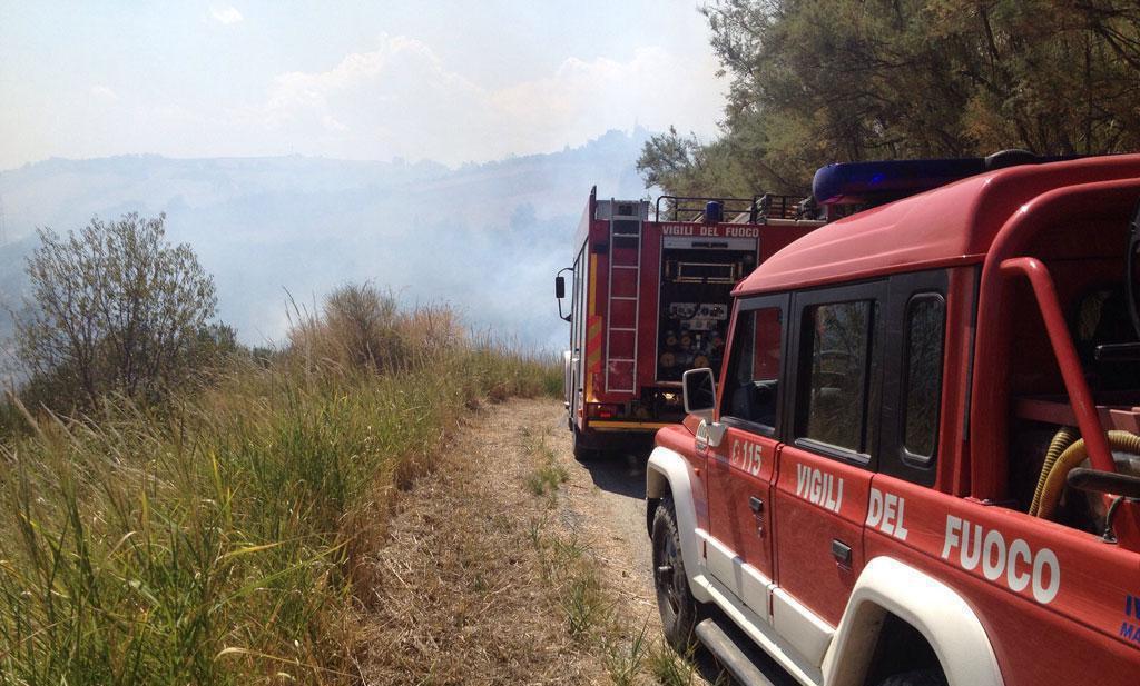 Vigili del fuoco in campagna