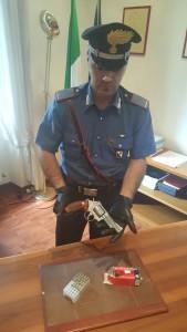 Carabiniere con pistola