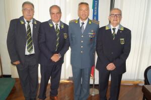 Il comandante Grazioli con gli appartenenti all'Associazione Nazionale dei Finanzieri d'Italia