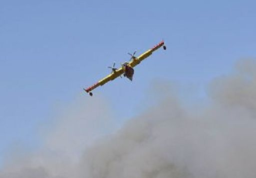Incendi/Protezione Civile, 16 interventi aerei per incendi boschivi