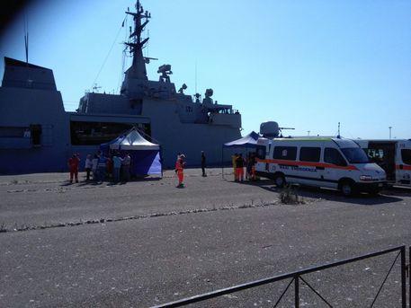 Migranti: a Corigliano nave Bettica con 837 a bordo