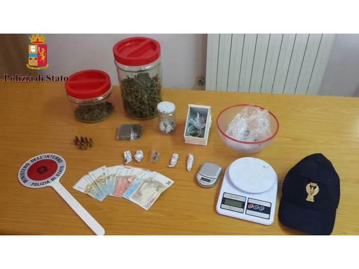 Polizia arresta a Polistena un ventenne per detenzione droga e munizioni