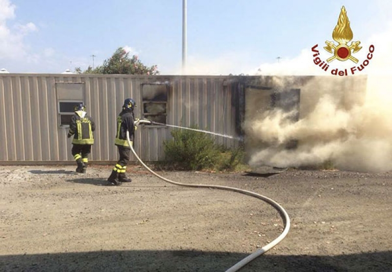 container in fiamme
