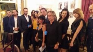 Gruppo di attori alla mostra Raf Vallone