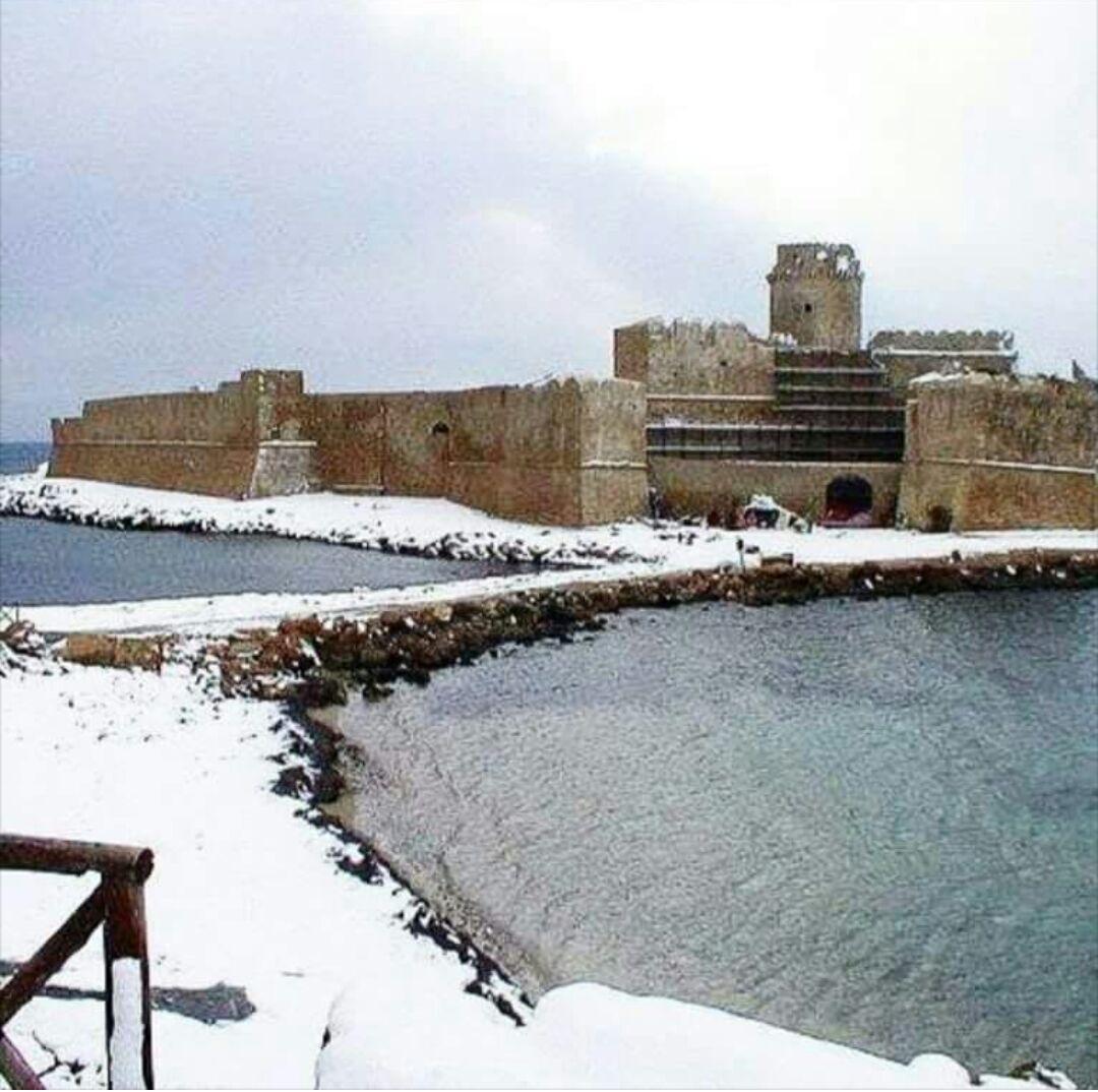 castello-isola-con-neve
