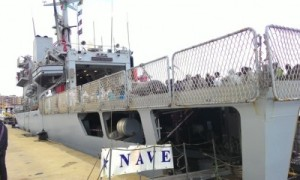 Nave-migranti-Reggio-Calabria-426x240