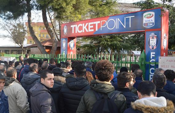Calcio: coda botteghino per Crotone-Juventus