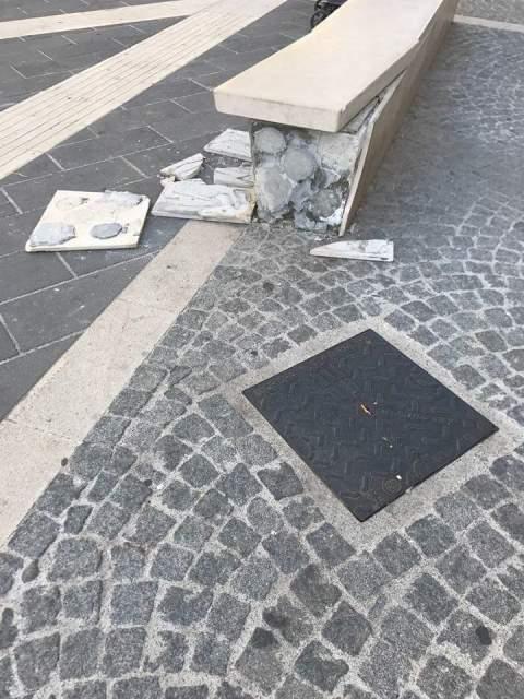 Danni_isola_pedonale_corso_mazzini2