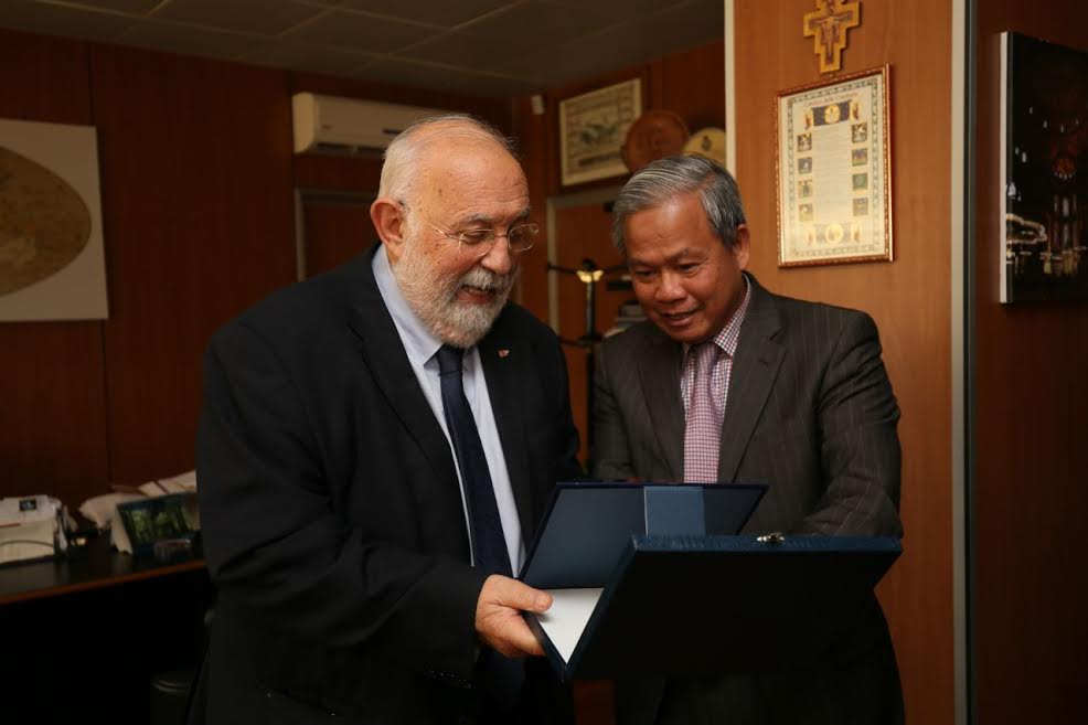 ambasciatore vietnam e crisci