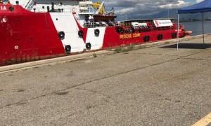 La nave attraccata al porto di Corigliano Calabroa con a bordo 635 migranti.