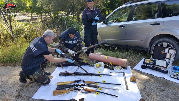 Carabinieri di Locri trovano armi e droga