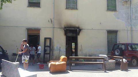 Foto_portone_scout_incendiato
