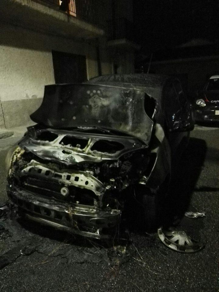 auto_incendiata_cariati