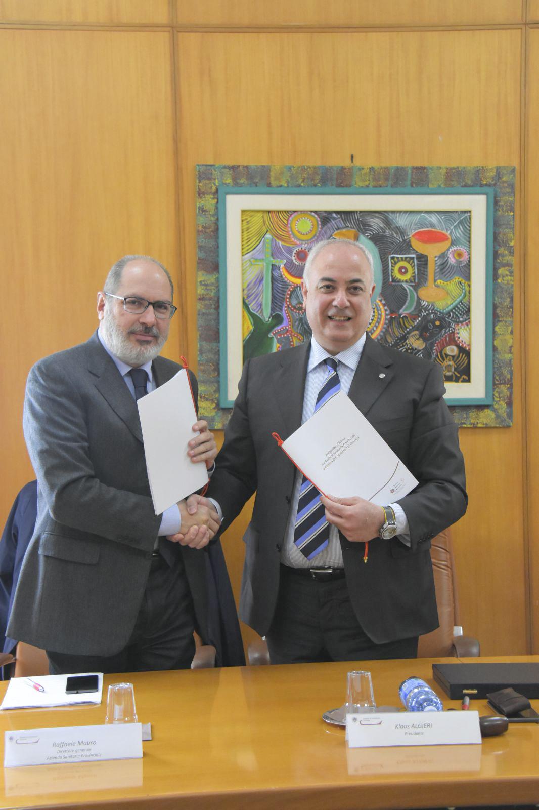 foto- da sinistra Raffaele Mauro (dg Asp Cosenza) e Klaus Algieri (presidente Camera di Commercio di Cosenza)