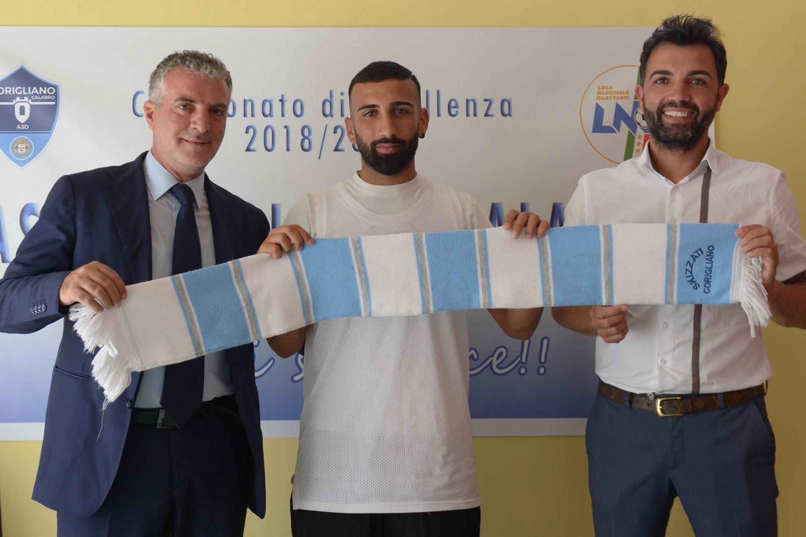 Da sx Presidente M. Nucaro, Centrocampista Giovanni Liberti e Ds Salvatore Calaminici