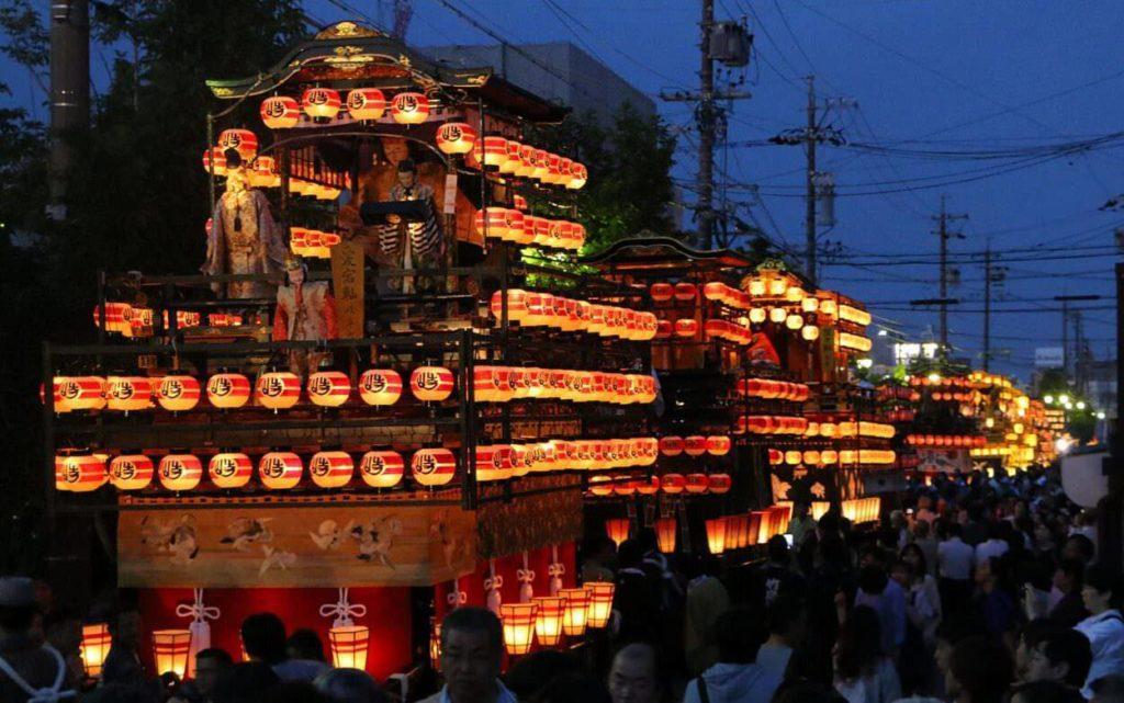 Takayama-Matsuri-giappone-festival-autunnale