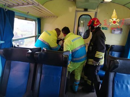 ++ Maltempo: treno investito tromba d'aria, feriti lievi ++