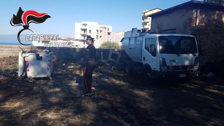 Sette operatori ecologici denunciati a Vibo Valentia per aver bruciato rifiuti