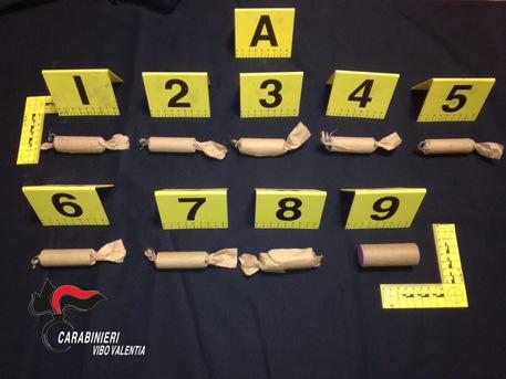 Carabinieri trovano 9 ordigni artigianali e due scooter rubati