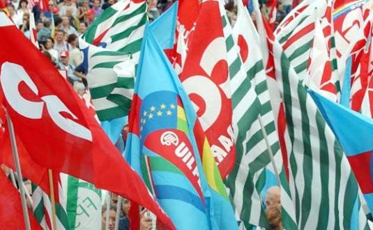 Foto bandiere Cgil-Cisl-Uil