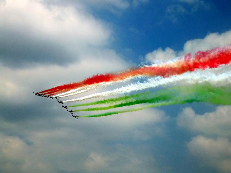 800px-Festa_della_republica_2005_con_frecce_tricolori
