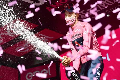 Giro: Demare vince la 7/a tappa, Almeida sempre in rosa