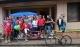 Alcuni dei volontari e i ciclisti. Da sx Max Lelli, Matteo Marzotto, Fabrizio Macchi e Davide Cassani