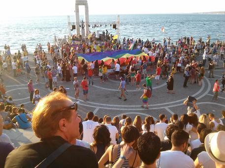 Gay: per la prima volta in Calabria si svolge il Pride